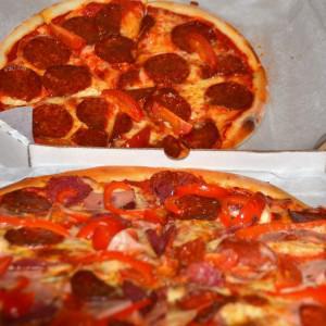 """Очень мясная пицца Кватро карне и Пеперони от """"Toccini pizza"""" :)"""