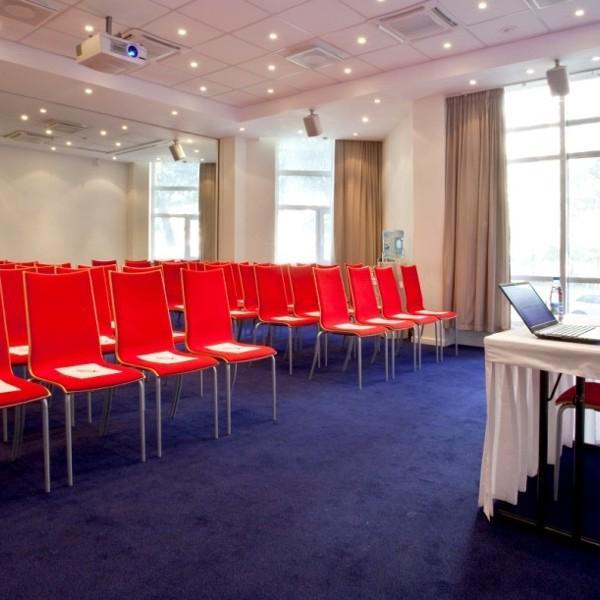3 конференц-зала площадью от 22 м2 до 72 м2