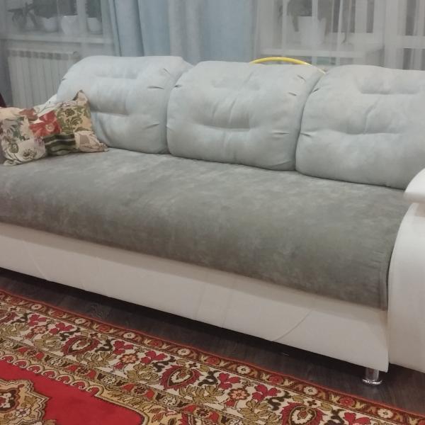 мой диванчик... ох и долго я выбирала цвет!))) в интерьер вписался идеально!