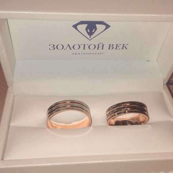 Коробочку выбирали еще дольше чем кольца))))