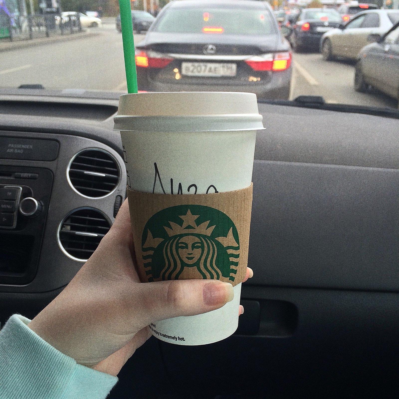 фото кофе старбакс в женских руках в машине хорошо, что сделали