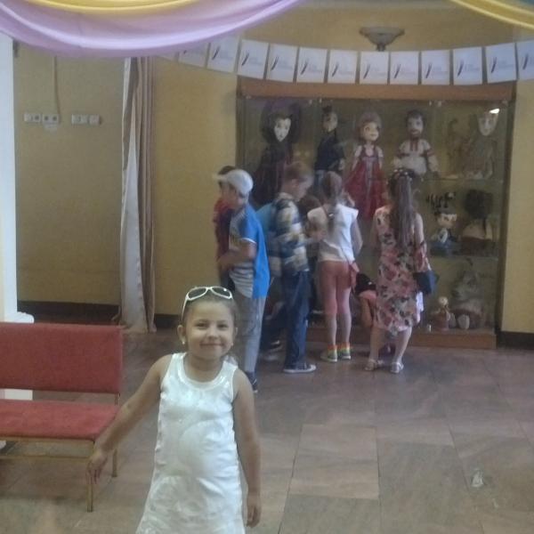 Дочь в театре!