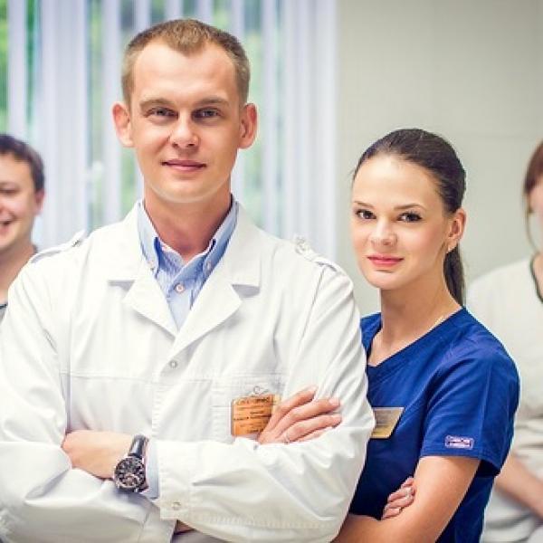 Врачи-стоматологи Спартамед Премиум