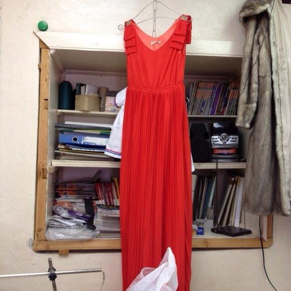 Вот такое, собственно, платье