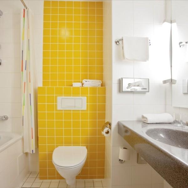 Ванные комнаты с душем или ванной и подогреваемыми полами