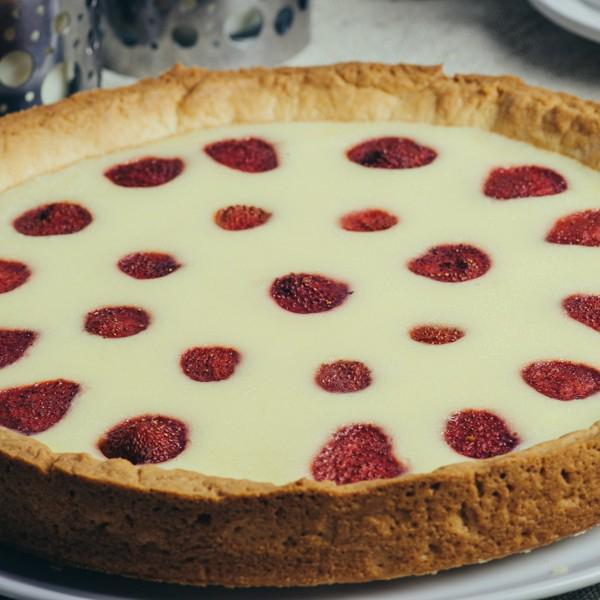 Клубничный киш-Французский пирог с клубникой в сладком сметанном соусе. 1000гр, 201кКал
