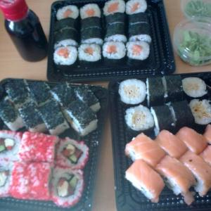 Роллы Кушай суши.
