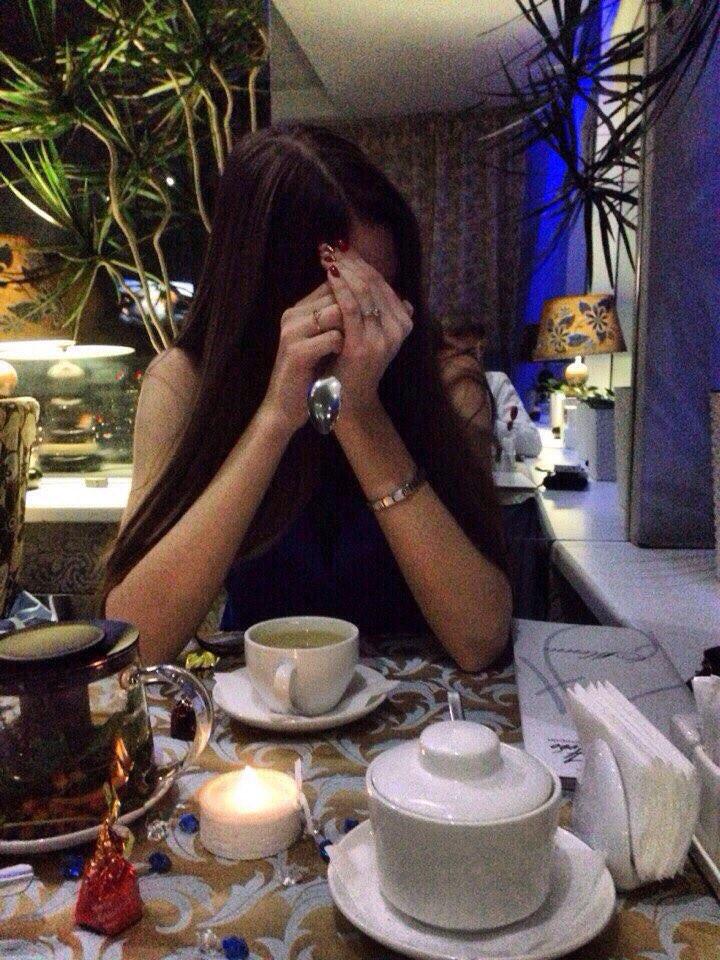 Красивые девушки на аву брюнетки со спины в кофе