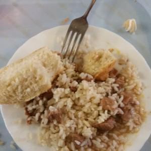 В хлебе нашел крышку от подсолнечного масла((. Аппетит был до конца испорчен