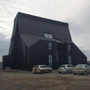 Здание очень стильное.