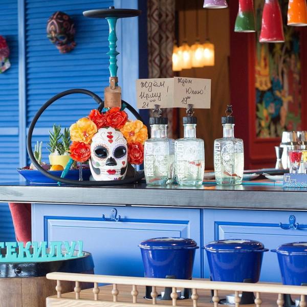 Интерьер нашего ресторана современный, жизнерадостный и полный красок