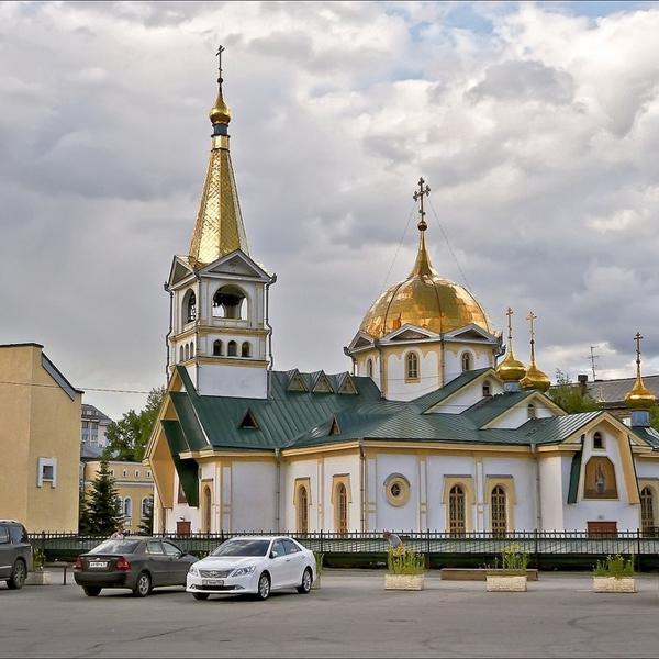 Первый деревянный храм  был построен в городе Новониколаевске в 1913 году.