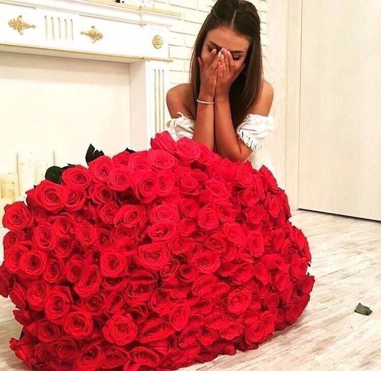 фотосессия с большим букетом роз вересковый вымерший