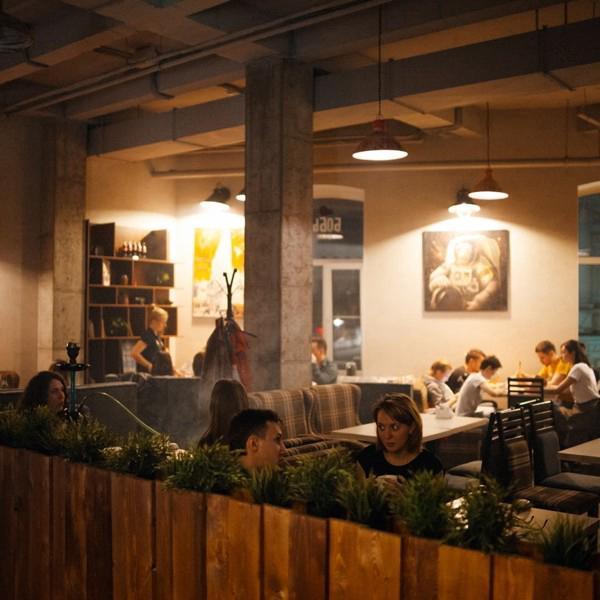Первый зал кофейни на Ленина.