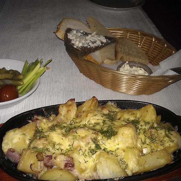Картофель с сыром и беконом, 220 руб в часы бизнес-ланча