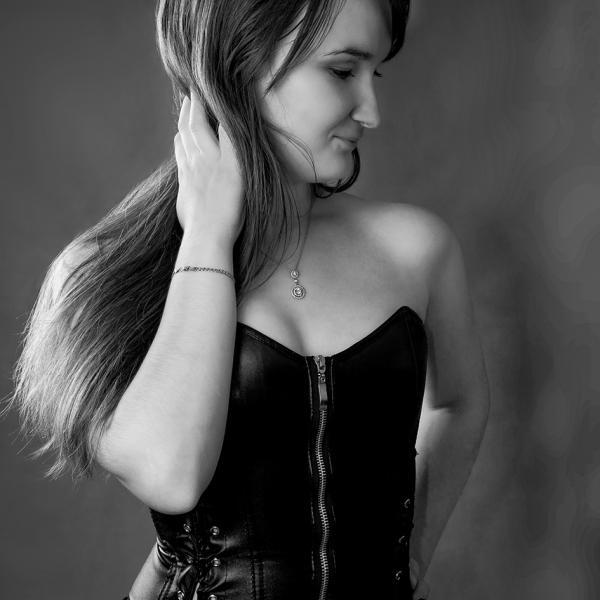 Хочу поделиться с Вами фотографией, сделанной здесь:) это моя красавица подруга :)