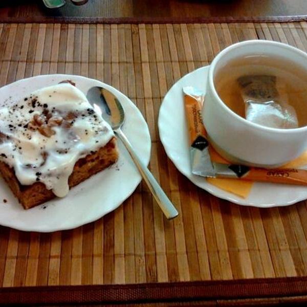 Яблочный штрудель и вересковый чай в Раде :) Вкуснотища. Чай кстати в Раде делают сами.