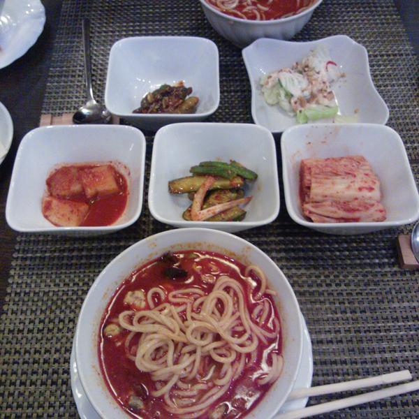 острый суп с морепродуктами.
