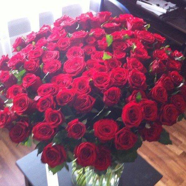 Фото цветов на полу дома