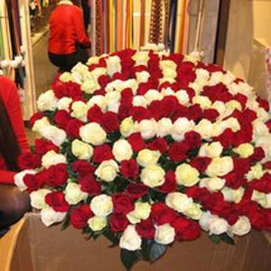 огромный букет роз привезли в центр Гринвич