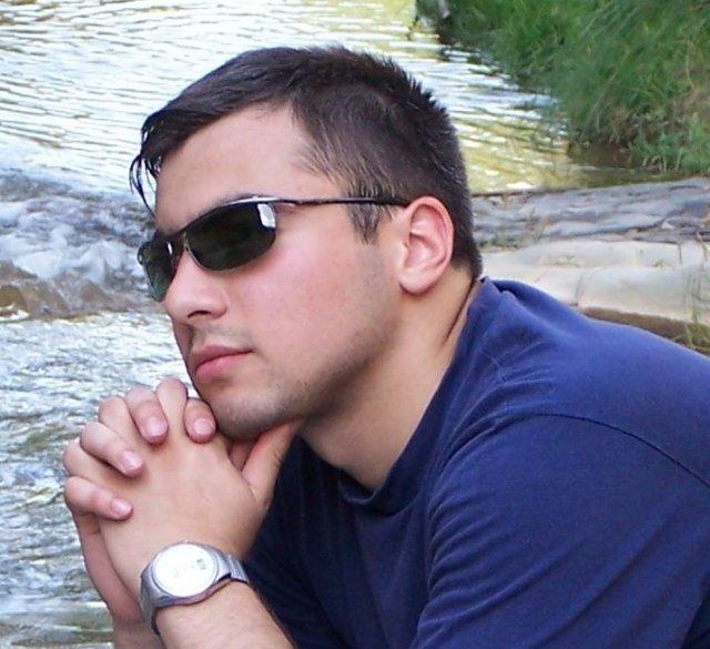 мужчина 4 года сидит на сайтах знакомств