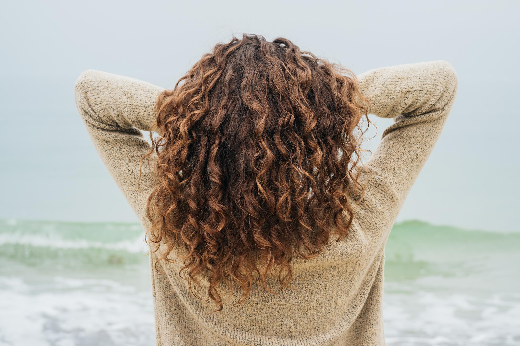 Картинки женщин за 40 на аву со спины, днем