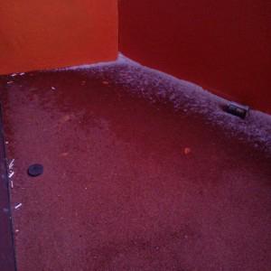 Мой грязный, засыпанный бычками балкон. Хотите на нем постоять?