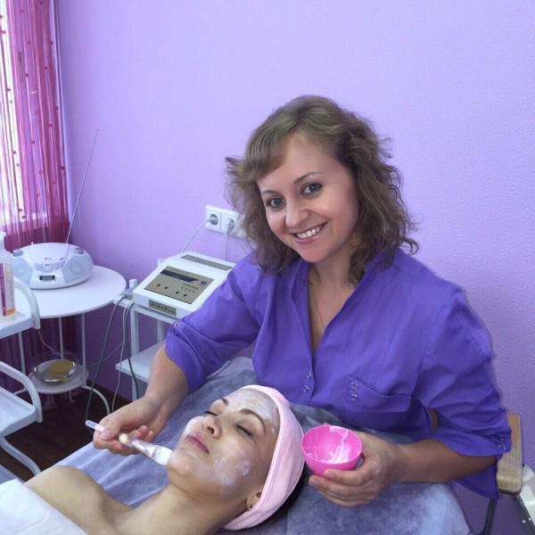 Друзья, знакомьтесь! Всеми любимый косметолог салона Клео - Татьяна! Супер профессионал своего дела!