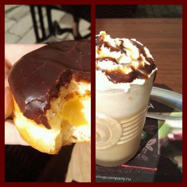 Кофе из Кофешопа, пончик из ДанкинДонатс.