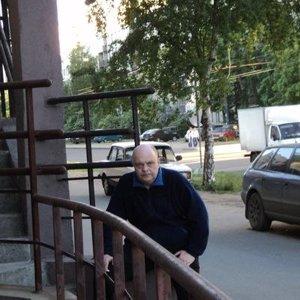 Евгений Комаров
