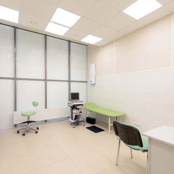 Отделение урологии представлено 2 просторным кабинетами с УЗИ установкой каждый.Фото: Ленинский пр-т