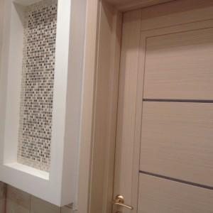 Дверь в ванную комнату. Цвет - выбеленный дуб