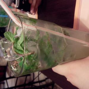 Громадный стакан мохито