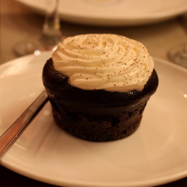 Обязательно попробуйте пирожное из черемуховой муки:)