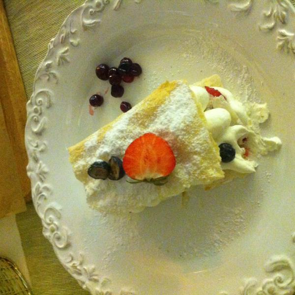 милфей -легкий и нежный, порция небольшая в самый раз после  ужина:)