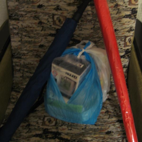 Прибыл очередной заказ. В подарок за заказ двух тонометров два больших зонта.