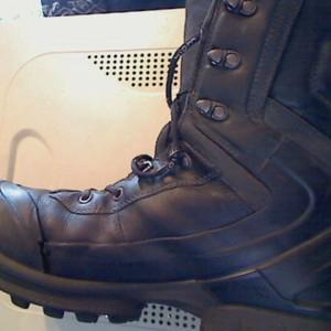 Фото износа ботинка после попытки зашить