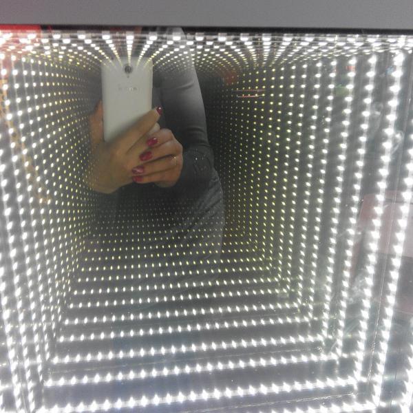 Внутри куб бесконечный)))))