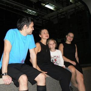 """Актеры театра """"Провинциальные танцы"""" после репетиции."""