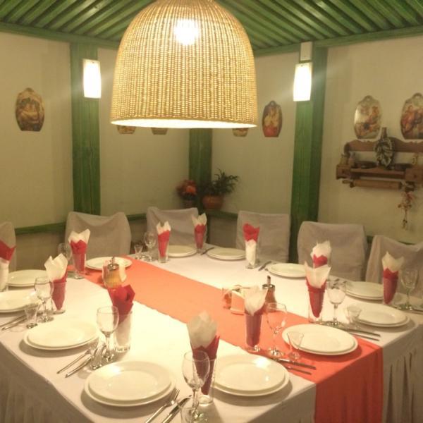 VIP зал на 12 мест.  Комфортная уединенная атмосфера, романтичный интерьер.
