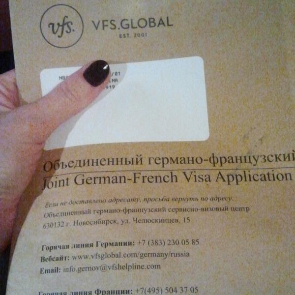 Паспорт возвращают вот в таком конверте :)
