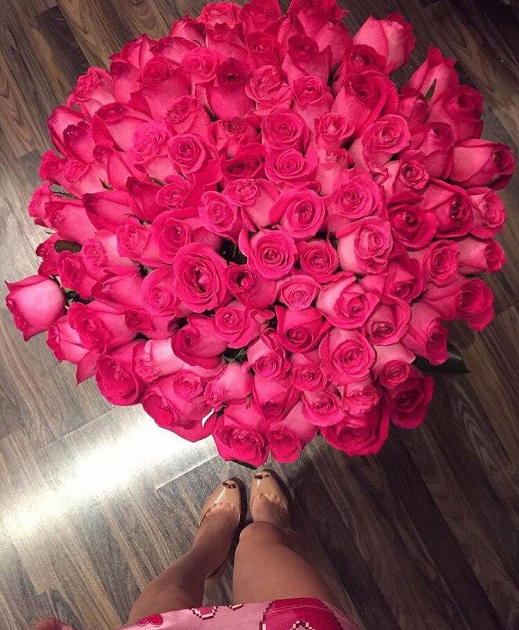 Букет роз фото в живую в руках
