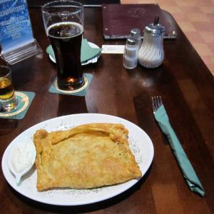 Шотландский пирог и темное фирменное от Гордонс