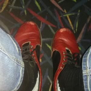 Вот такая вот обувь выдается.