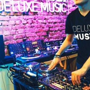 Deluxe Music Academy