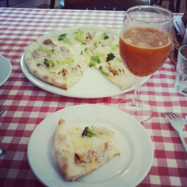 пицца и морковно-сельдереевый фреш)