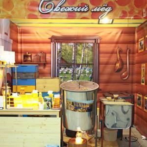 Отдел пчелопродуктов, где мы откачиваем мёд из сот :). Молокова 54, красный яр