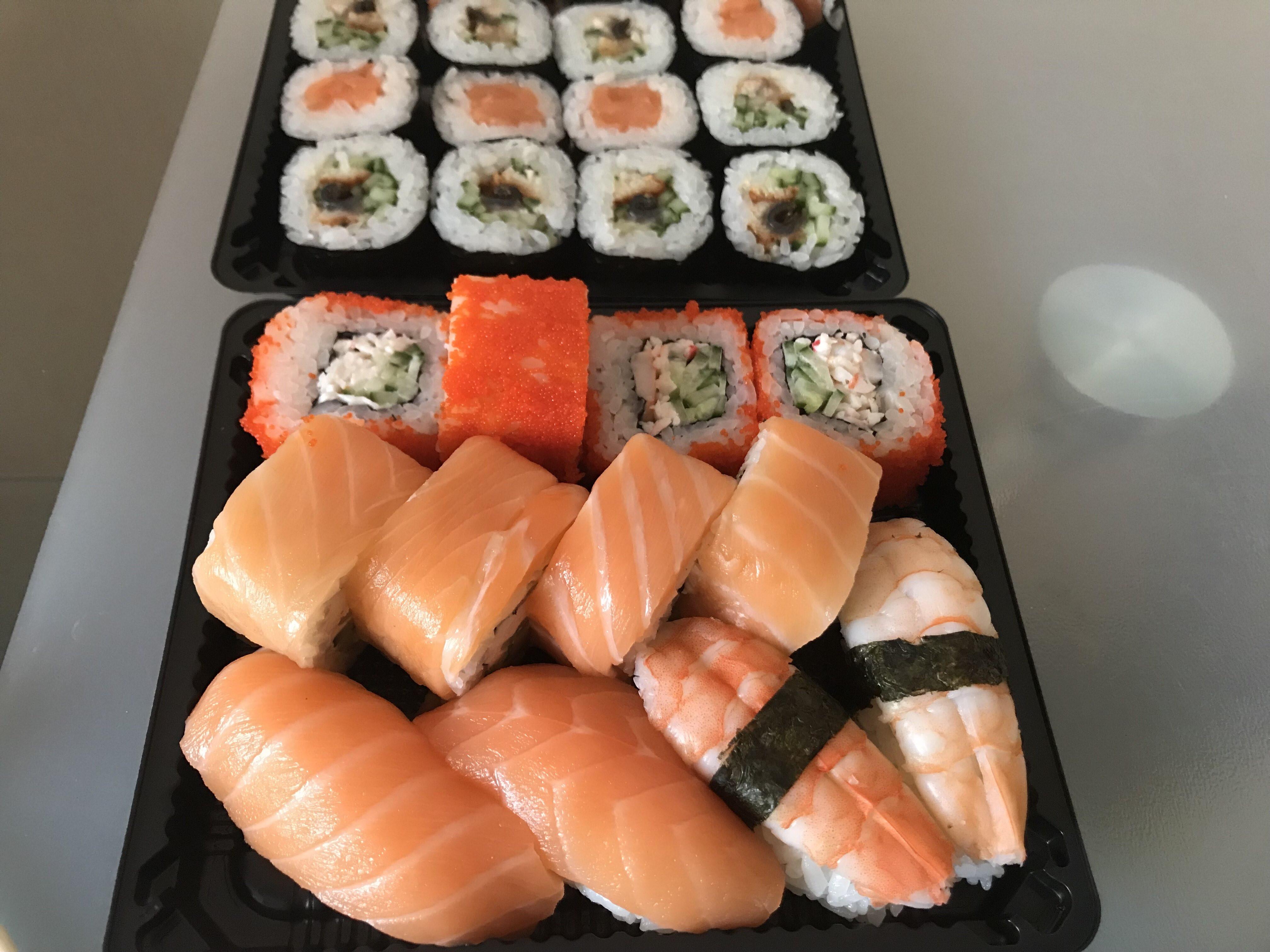 Покупая суши на дом в