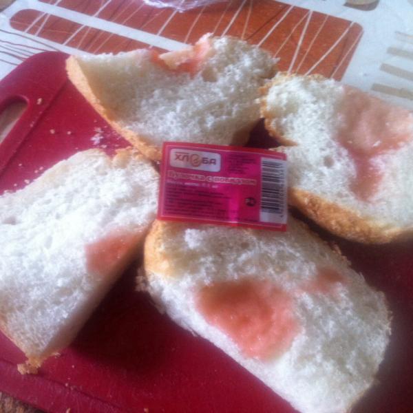 булочка с повидлом от фабрики хлеба. Самое настоящее повидло!