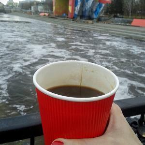Красный стакан не классного кофе.
